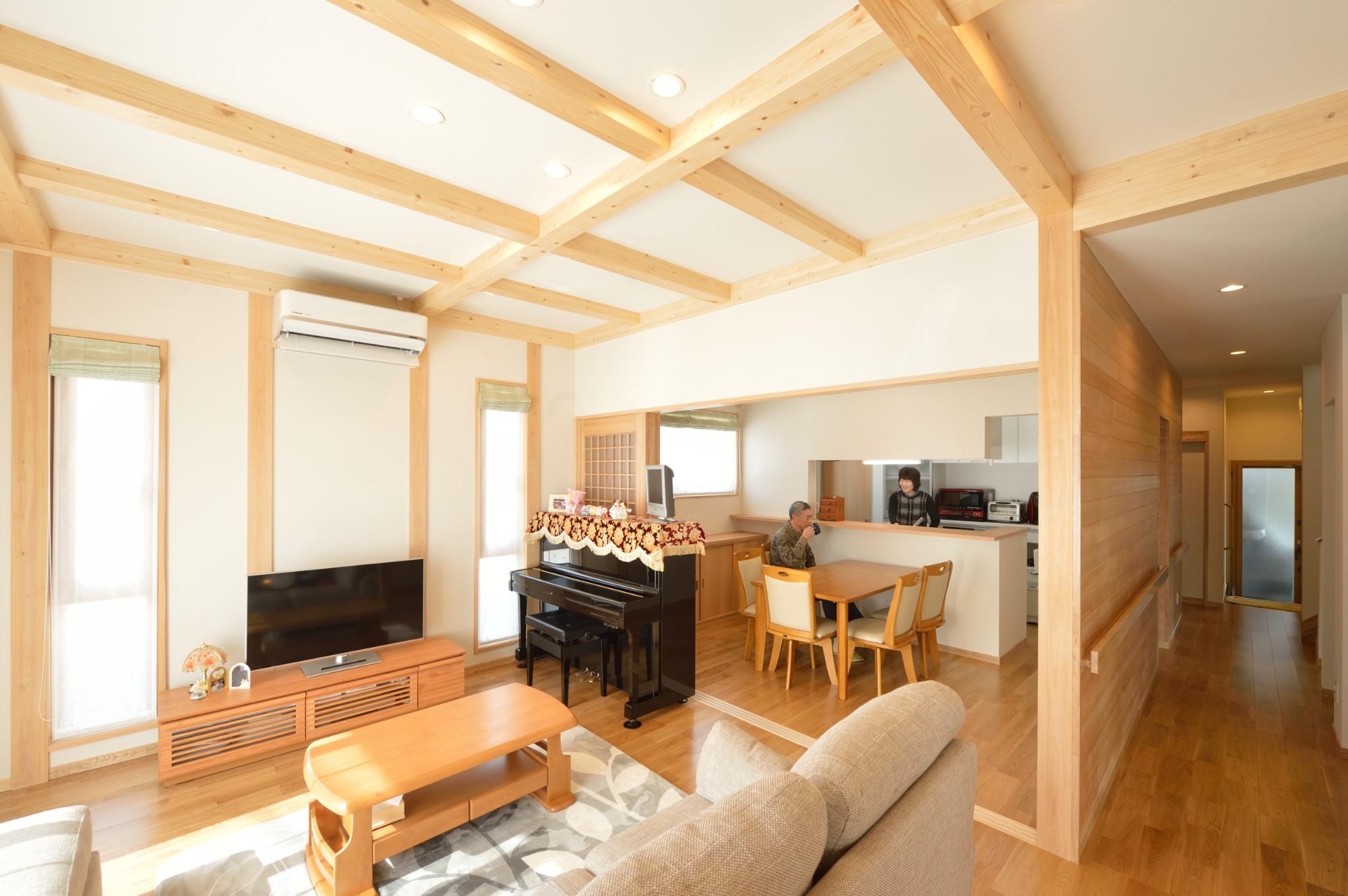 家'Sハセガワ株式会社「森の散歩道 ~五感を満たす家~」のシンプル・ナチュラルなリビング・ダイニングの実例写真