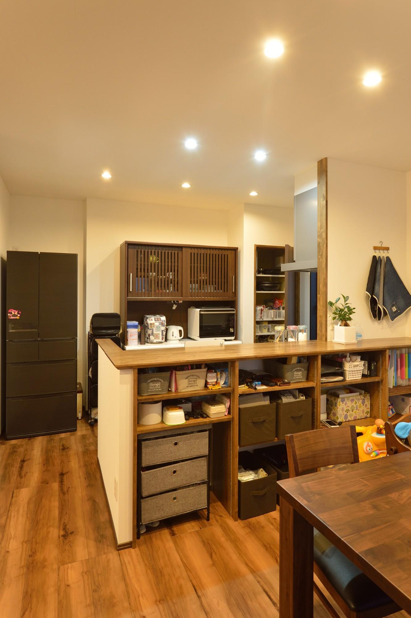 家'Sハセガワ株式会社「3R HOUSE ~ホッとくつろげる収納いっぱいの家~」のシンプル・ナチュラルなキッチンの実例写真