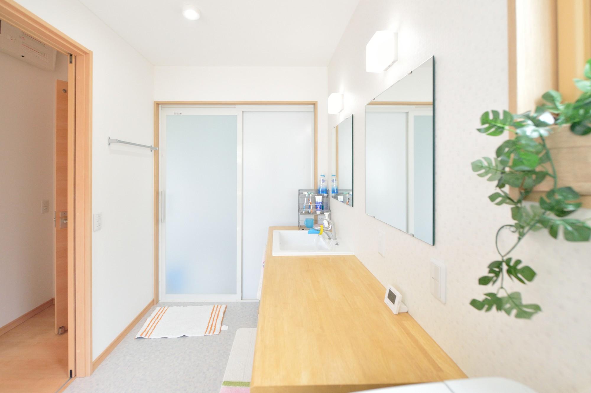 家'Sハセガワ株式会社「好きに囲まれた家」のシンプル・ナチュラルな洗面所・脱衣所の実例写真