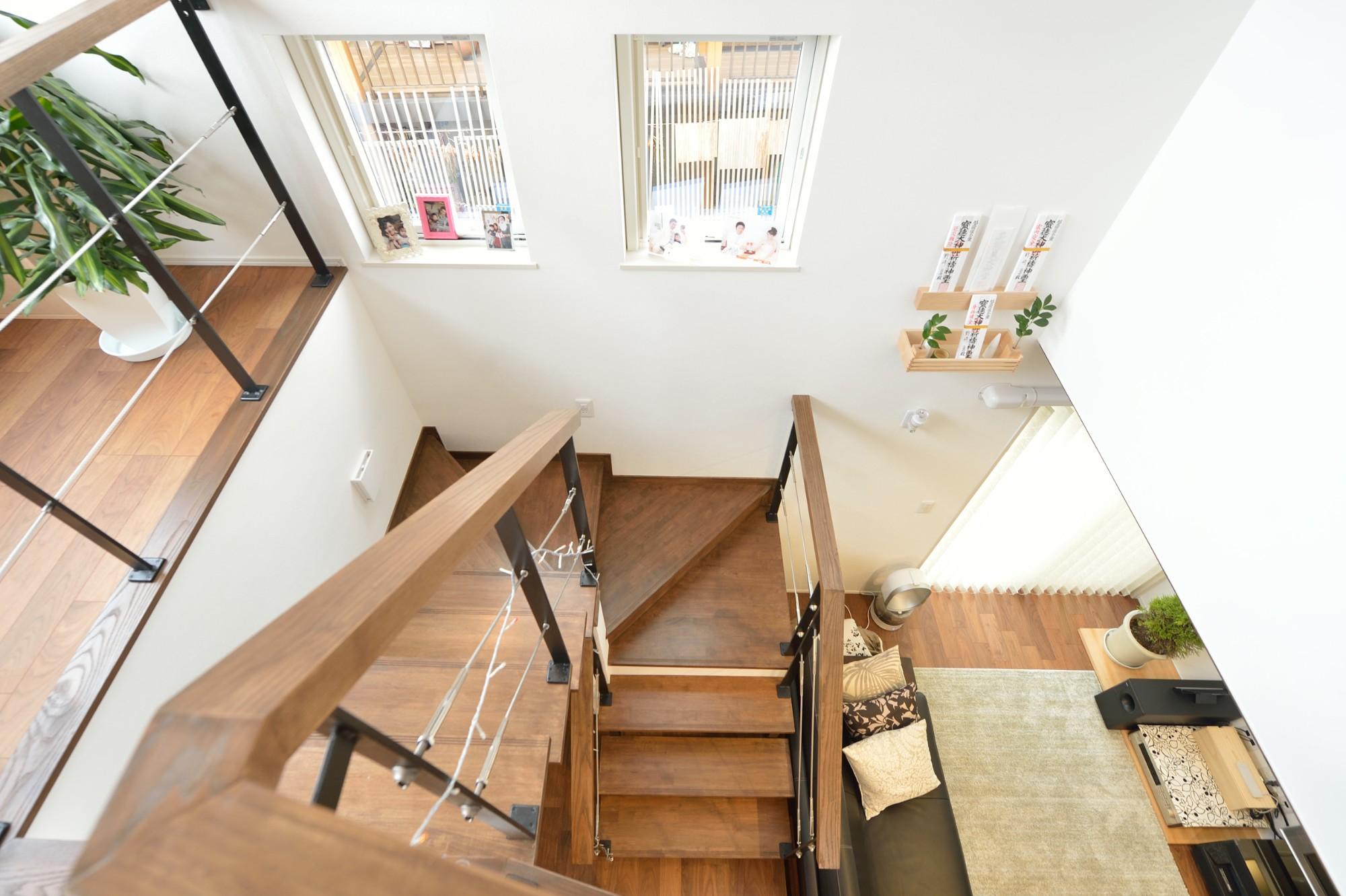 家'Sハセガワ株式会社「雑貨が似合う家」のシンプル・ナチュラルな階段の実例写真