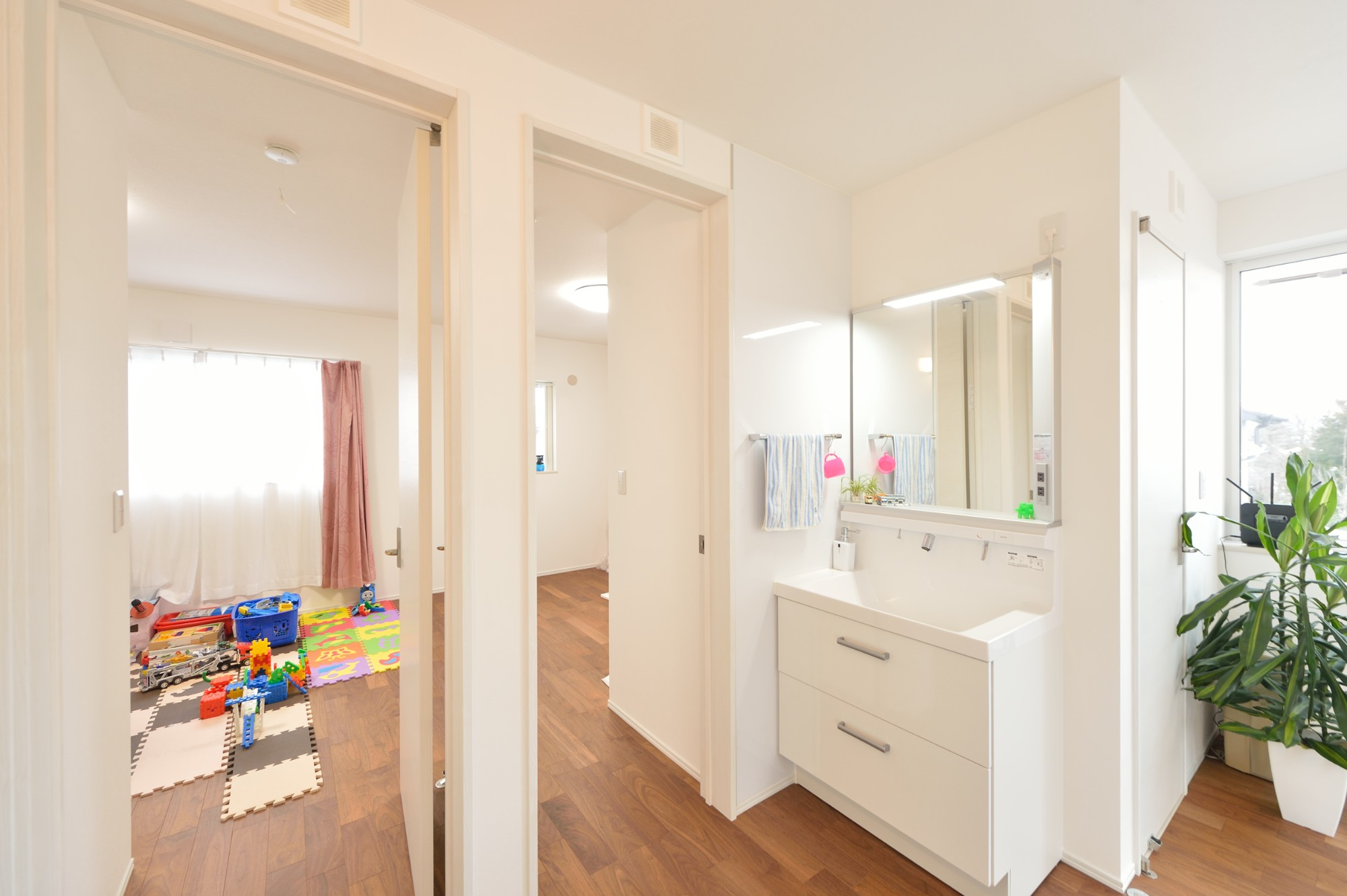 家'Sハセガワ株式会社「雑貨が似合う家」のシンプル・ナチュラルな洗面所・脱衣所の実例写真