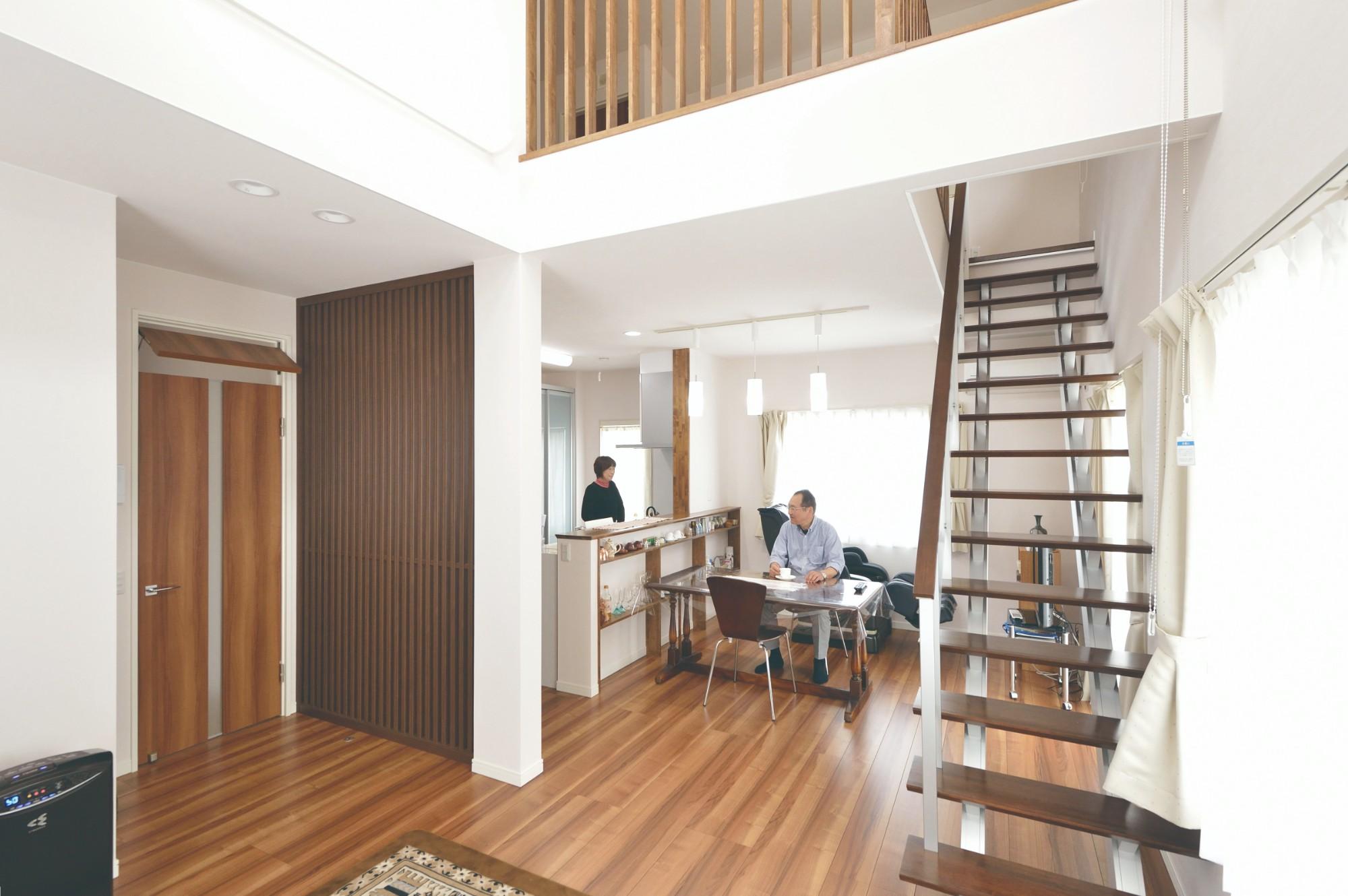 家'Sハセガワ株式会社「間(AIDA)のある家」のシンプル・ナチュラルなリビング・ダイニングの実例写真