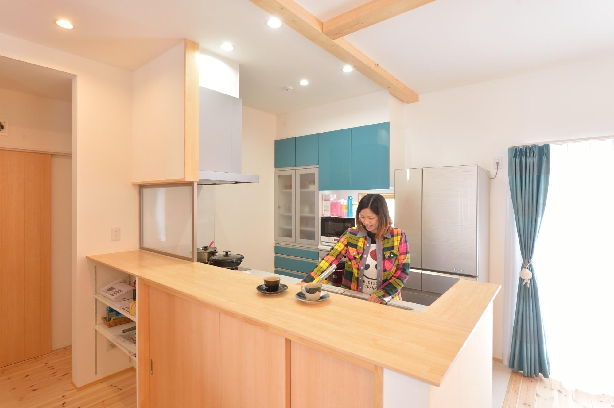 家'Sハセガワ株式会社「Time flies here ~時間を忘れる空間~」のシンプル・ナチュラル・自然素材なキッチンの実例写真