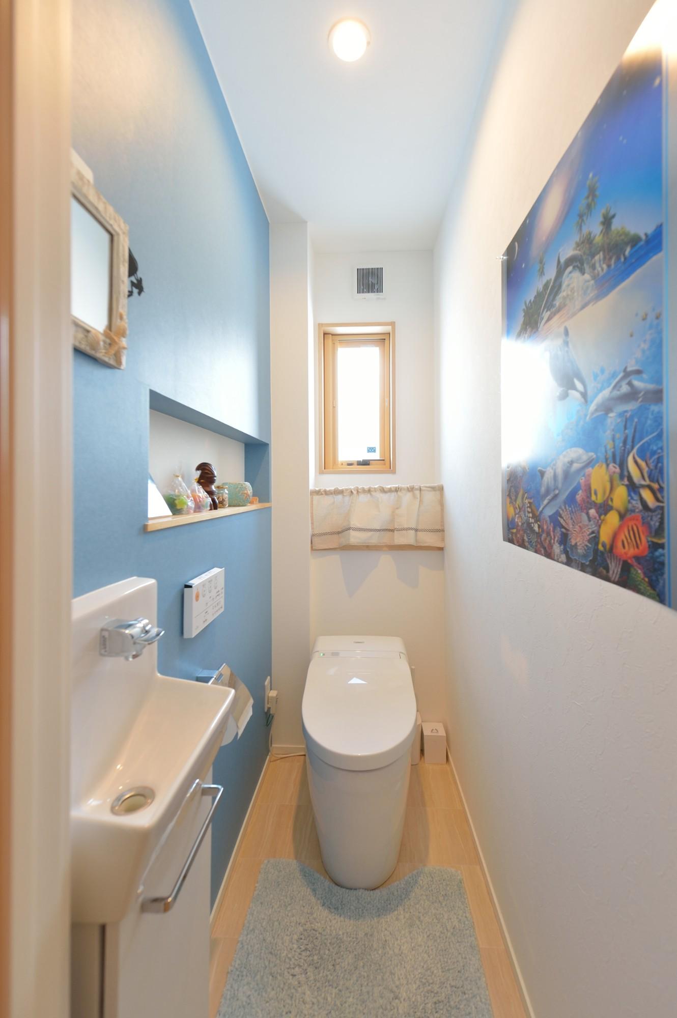 家'Sハセガワ株式会社「Time flies here ~時間を忘れる空間~」のシンプル・ナチュラルなトイレの実例写真