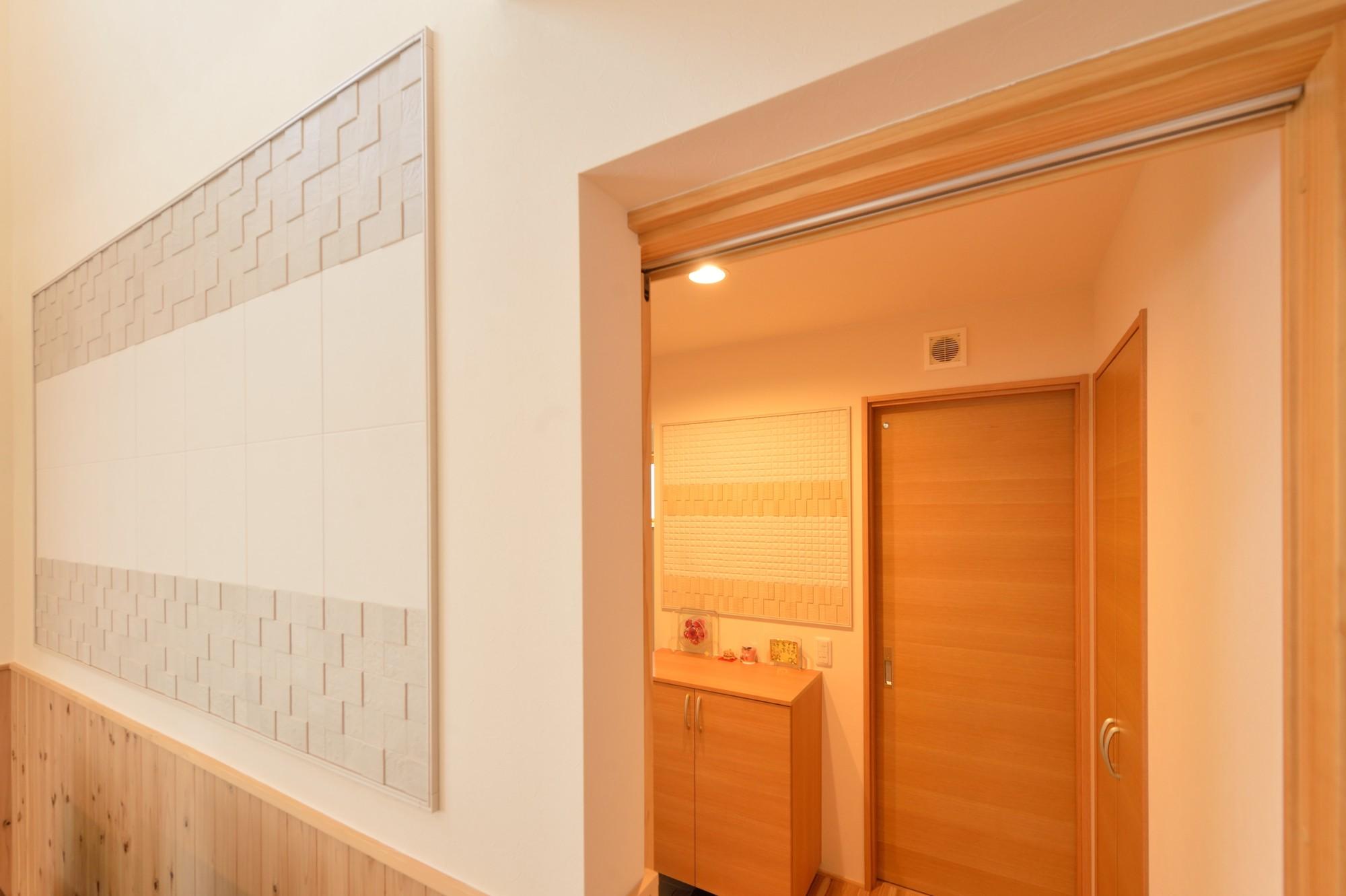 家'Sハセガワ株式会社「Living naturally 深呼吸したくなる家」のシンプル・ナチュラル・自然素材な廊下の実例写真