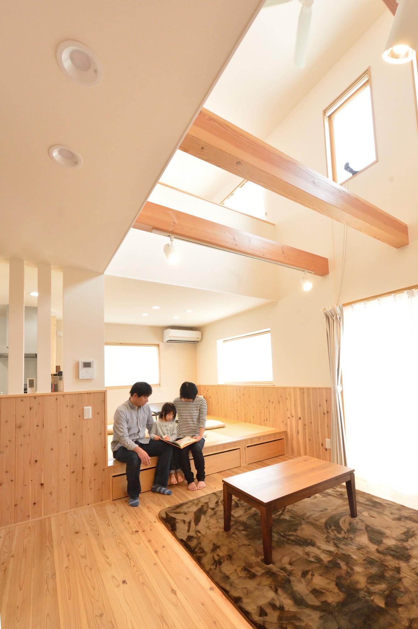 家'Sハセガワ株式会社「Living naturally 深呼吸したくなる家」のシンプル・ナチュラル・自然素材なリビング・ダイニングの実例写真