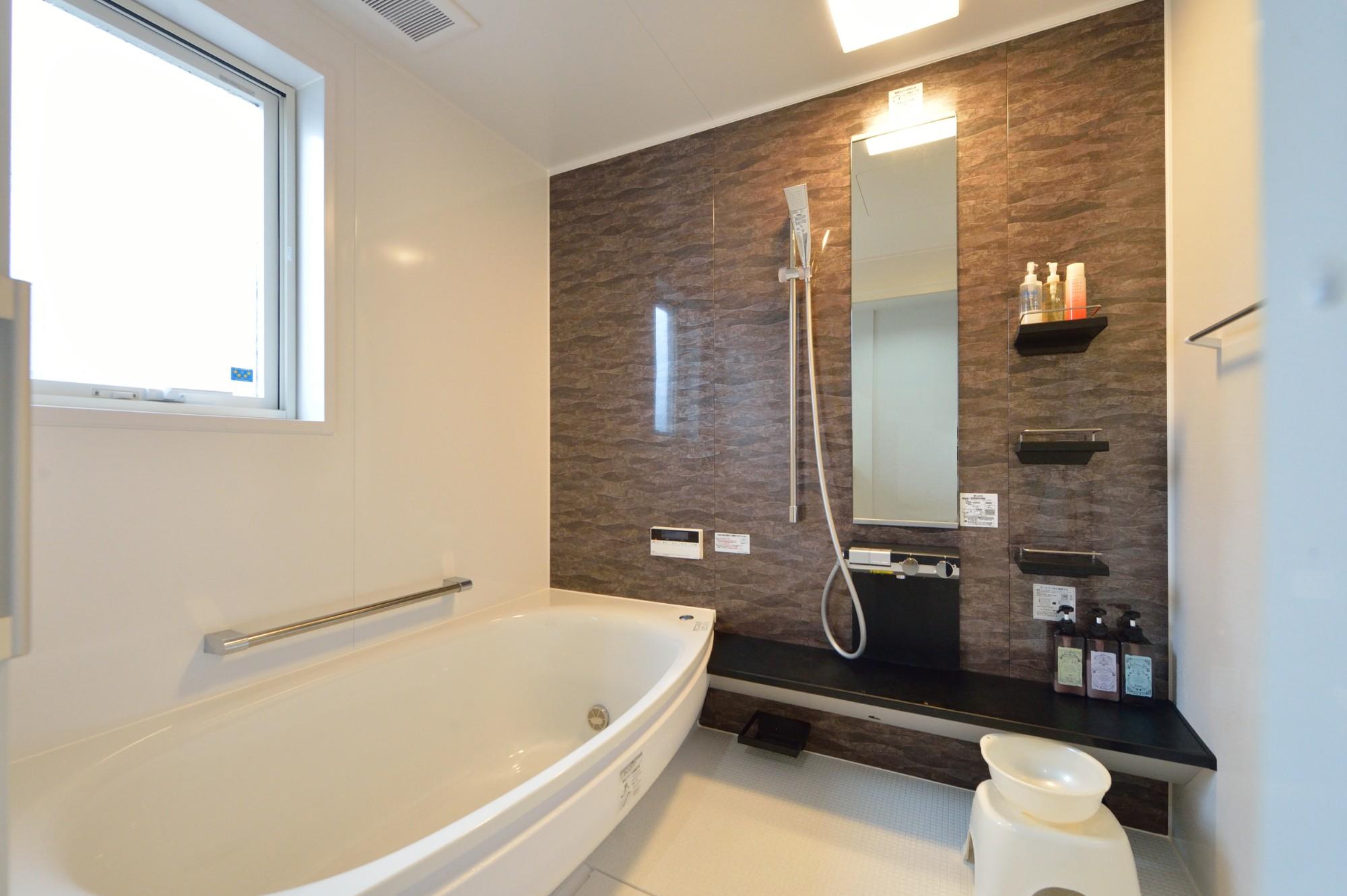 家'Sハセガワ株式会社「Time is smile ~いるだけで笑顔が生まれる家~」のモダンな風呂・浴室の実例写真