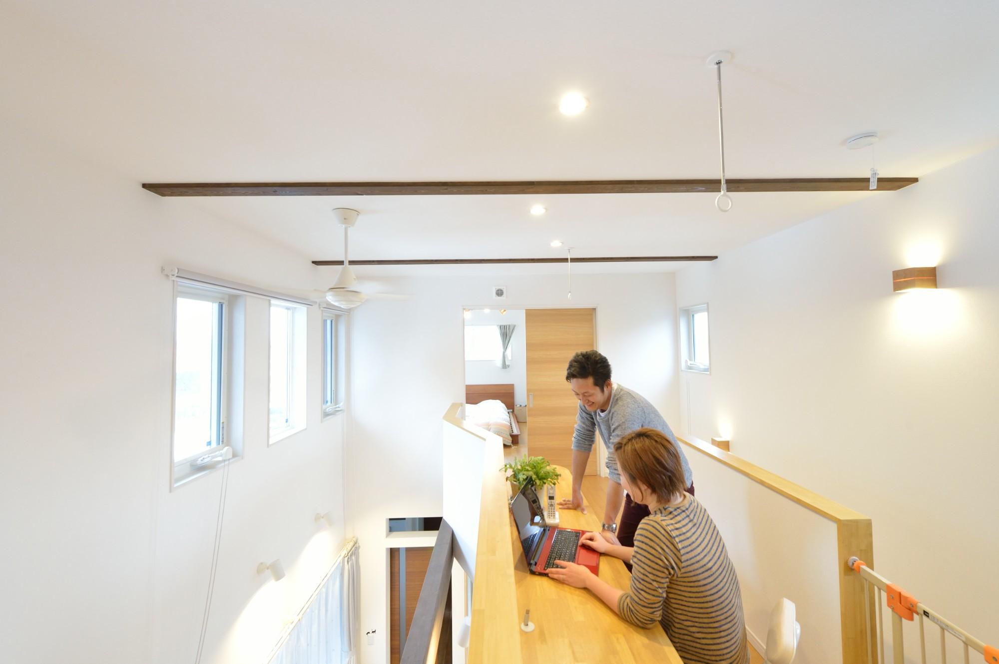 家'Sハセガワ株式会社「Time is smile ~いるだけで笑顔が生まれる家~」のシンプル・ナチュラルな廊下の実例写真