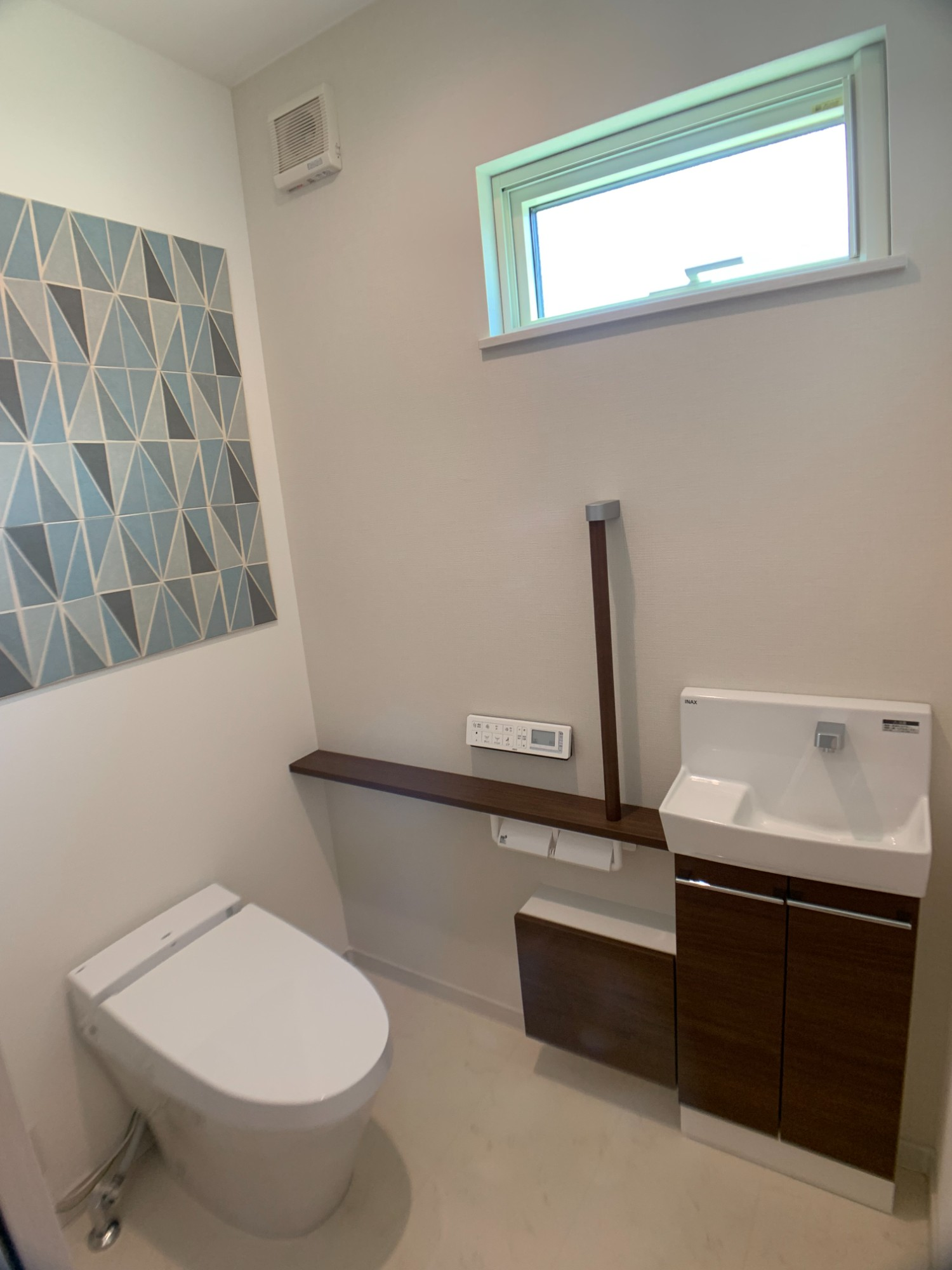 「【施工事例】新しい生活様式を取り入れた子育て世代の住宅」のトイレの実例写真