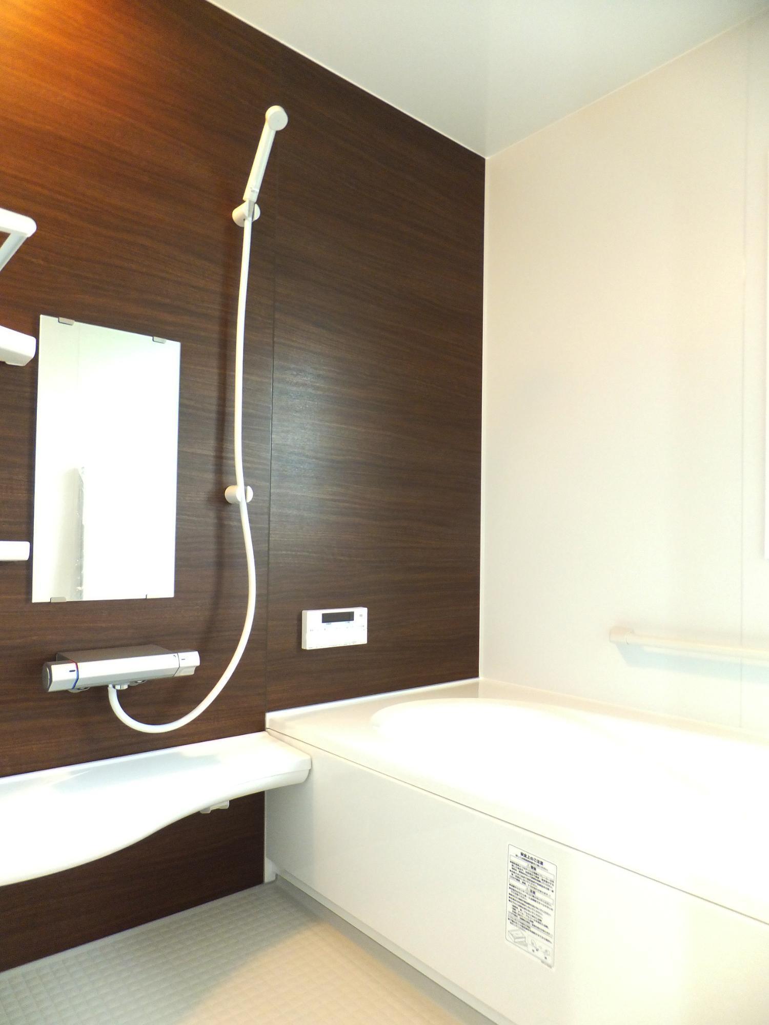 株式会社ハンズワタベ「趣味のロードバイクを家でも楽しむ」のモダンな風呂・浴室の実例写真