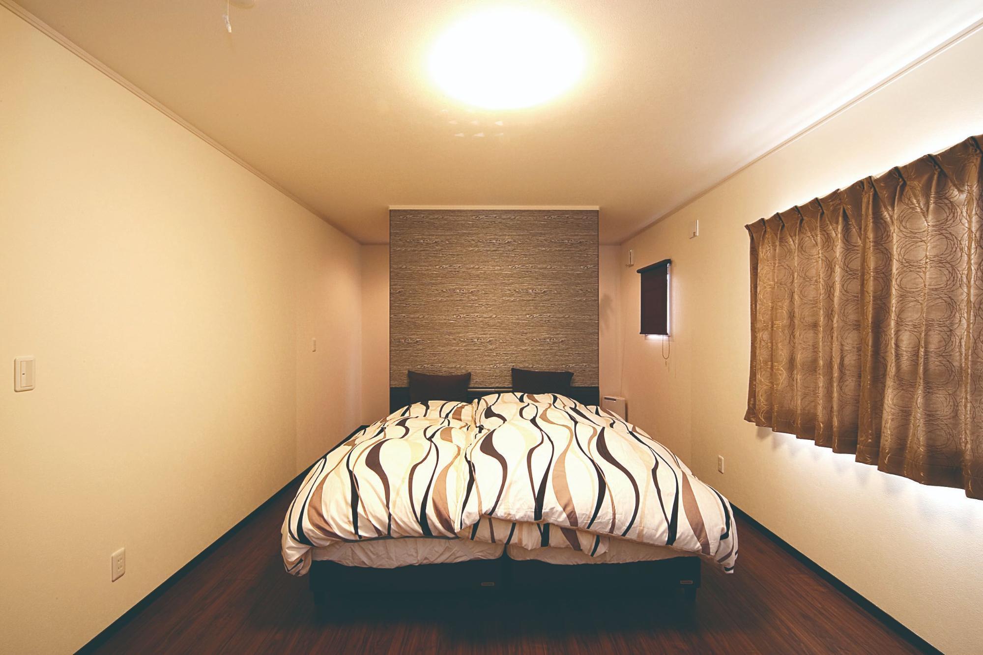株式会社イシカワ「鋭角屋根が特徴的なスタイリッシュ住宅」のシンプル・ナチュラル・モダンな居室の実例写真