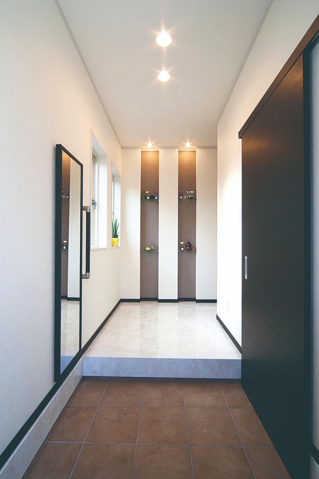 株式会社イシカワ「鋭角屋根が特徴的なスタイリッシュ住宅」のモダンな玄関の実例写真