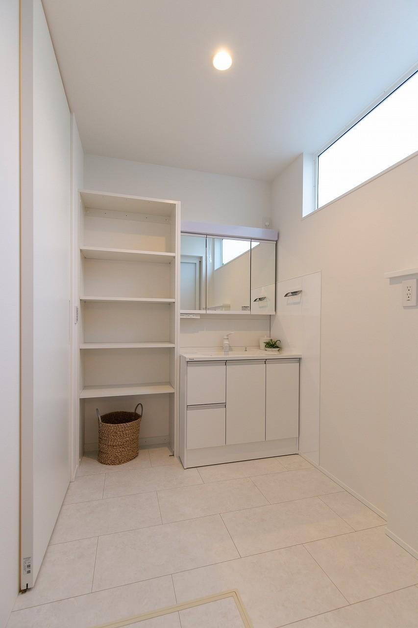 フクダハウジング株式会社「住まいと暮らしが永続きする家」のシンプル・ナチュラルな洗面所・脱衣所の実例写真