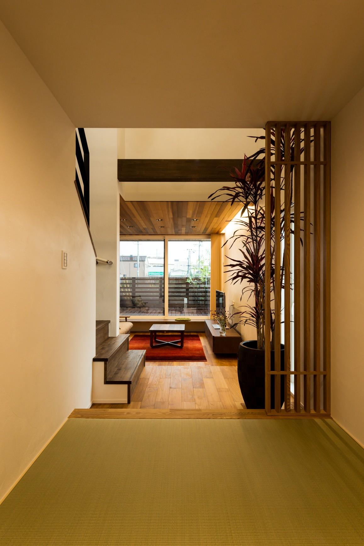 フクダハウジング株式会社「ワンランク上の美しさと機能性の高い家」のモダン・シンプル・ナチュラルな居室の実例写真