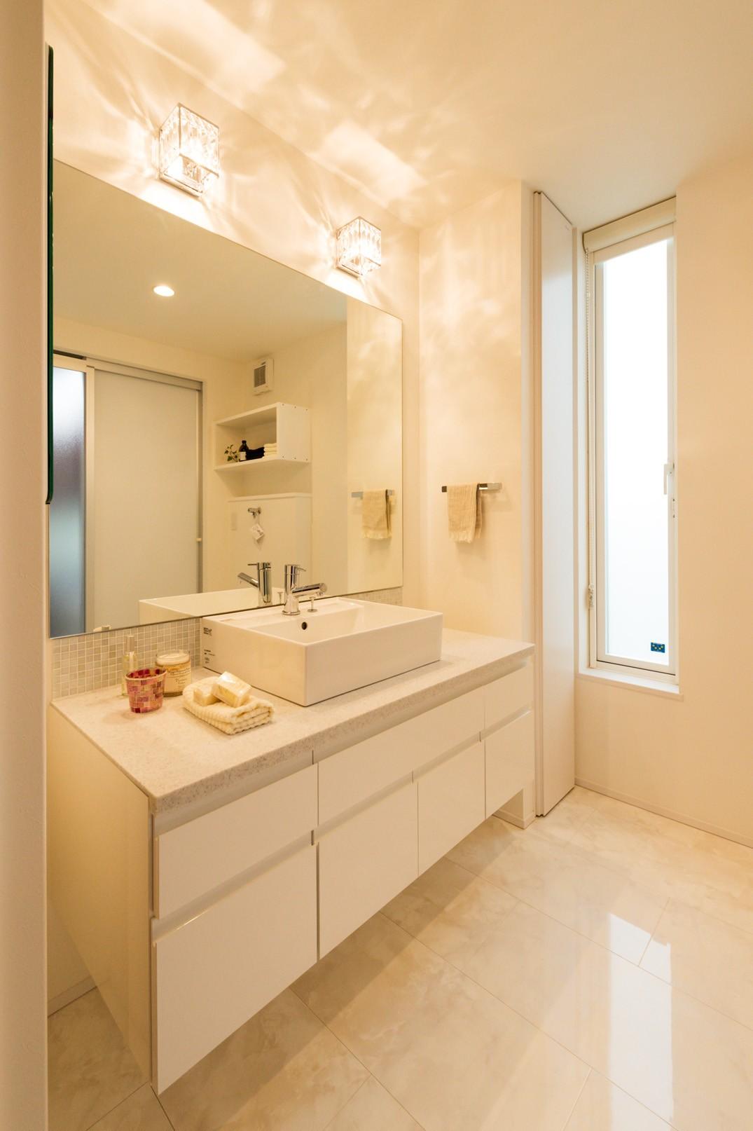 フクダハウジング株式会社「ワンランク上の美しさと機能性の高い家」のシンプル・ナチュラル・ラグジュアリーな洗面所・脱衣所の実例写真
