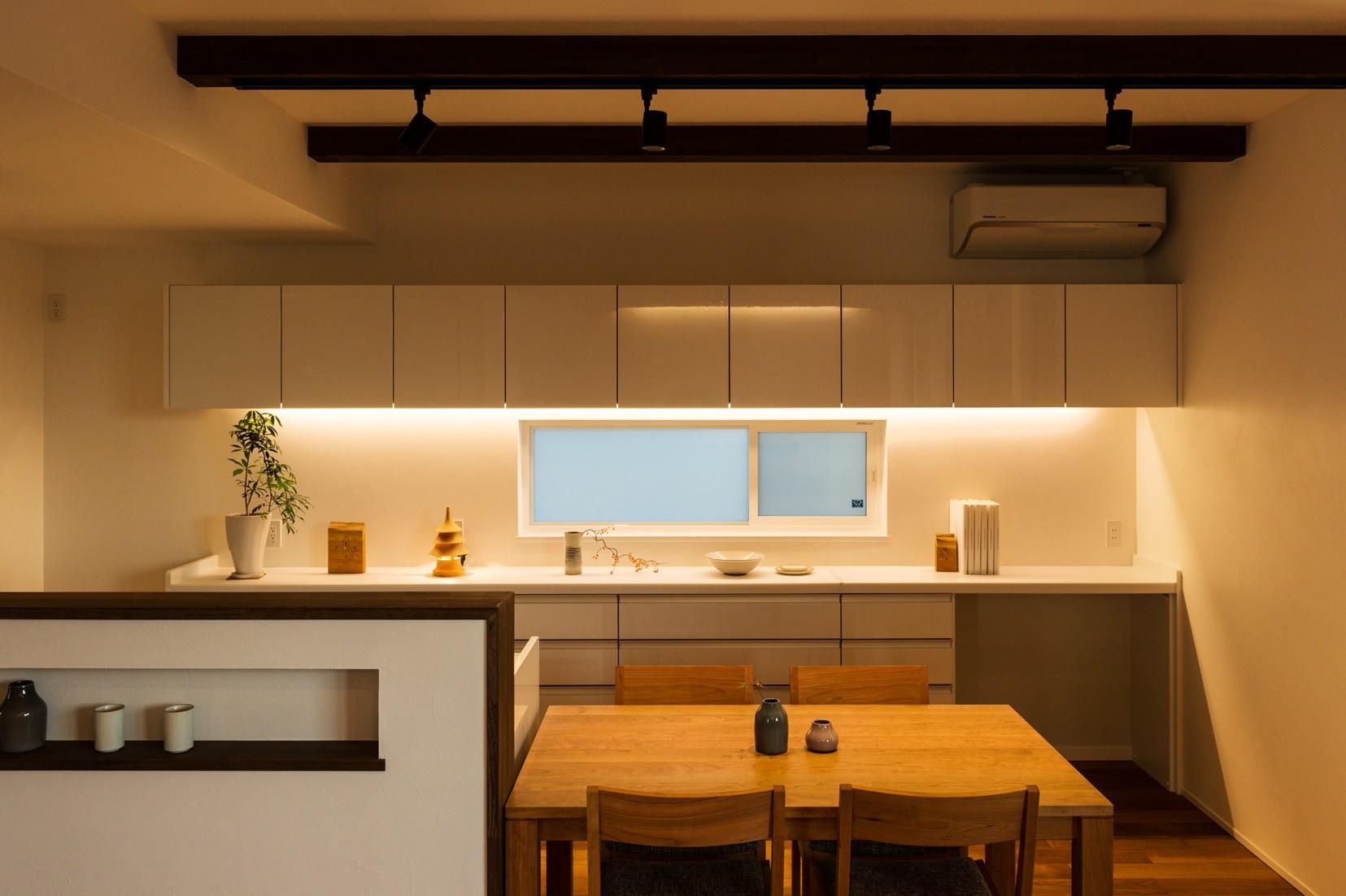 フクダハウジング株式会社「ワンランク上の美しさと機能性の高い家」のシンプル・ナチュラル・モダンなキッチンの実例写真