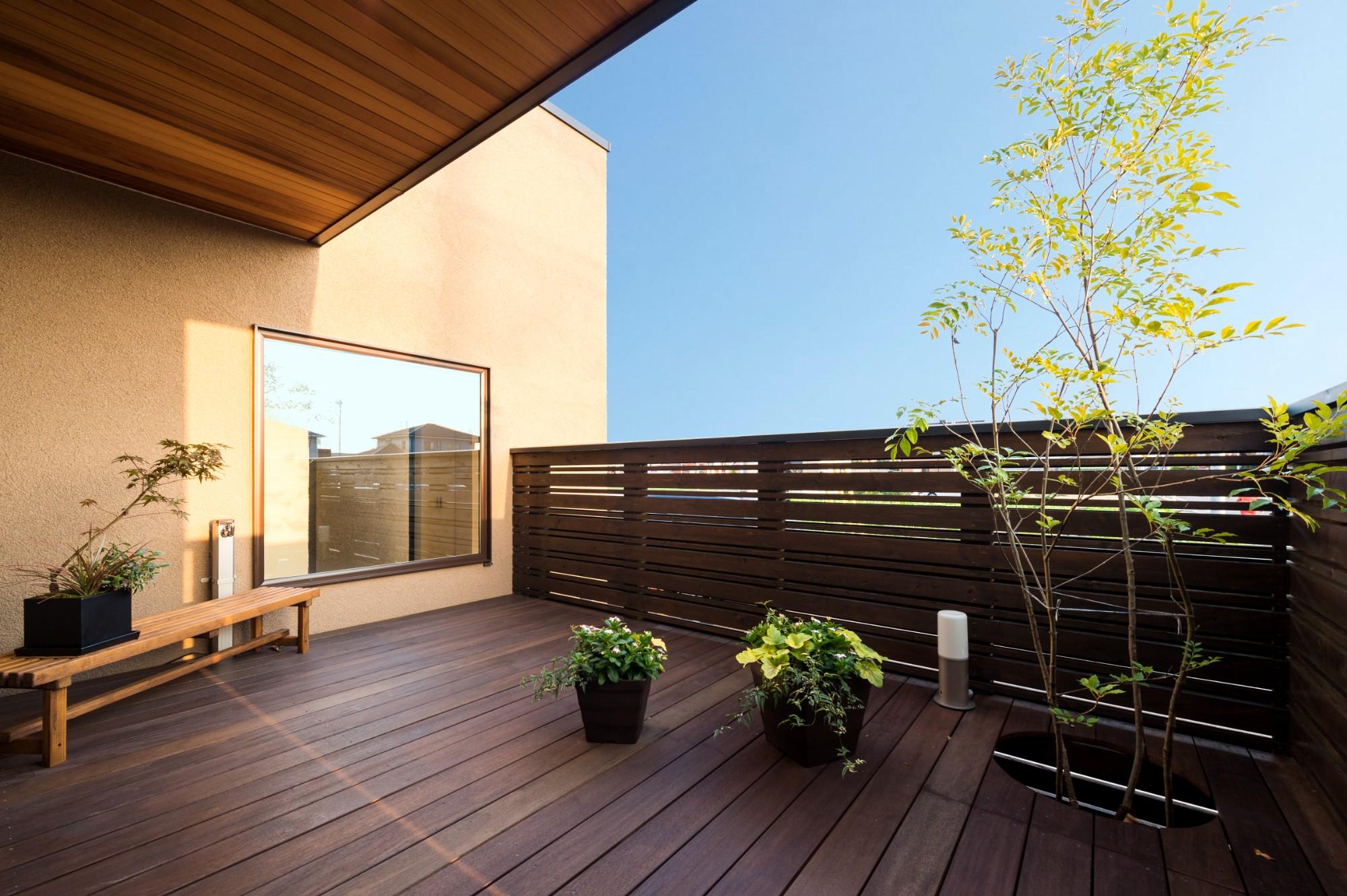 フクダハウジング株式会社「ワンランク上の美しさと機能性の高い家」のシンプル・ナチュラル・モダンな庭・デッキ・縁側の実例写真
