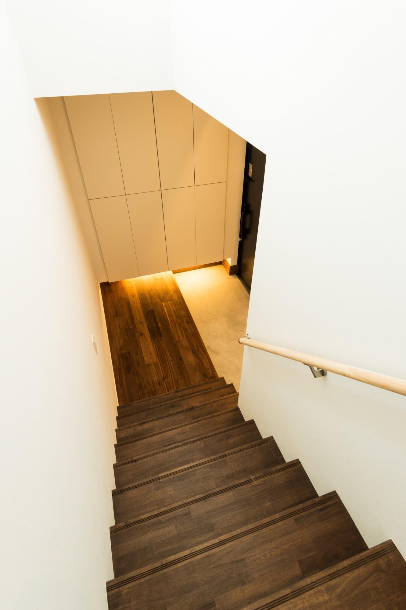 フクダハウジング株式会社「住む人の個性や楽しみを追求した家」のシンプル・ナチュラルな玄関の実例写真