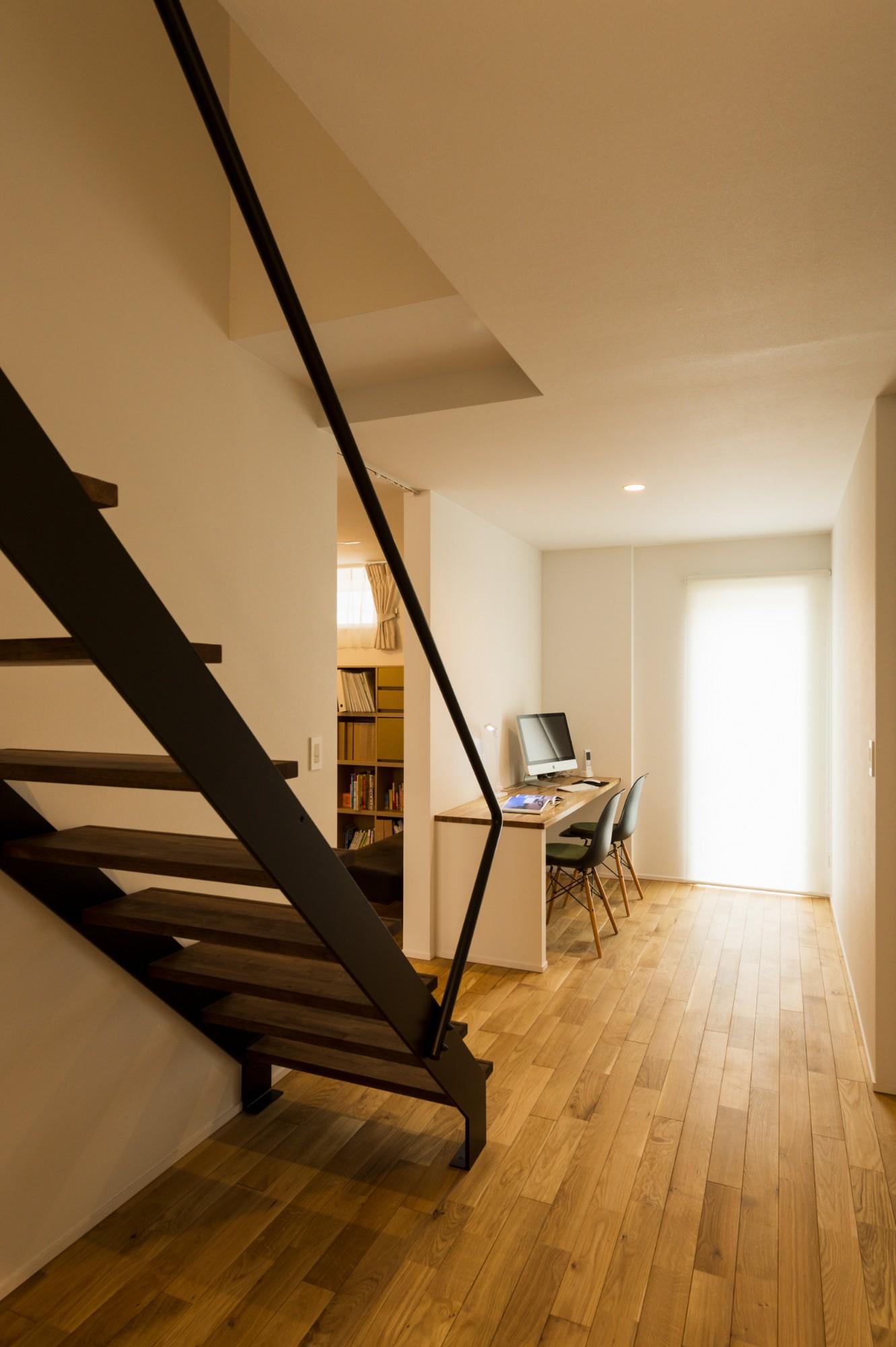 フクダハウジング株式会社「住む人の個性や楽しみを追求した家」のシンプル・ナチュラルな階段の実例写真