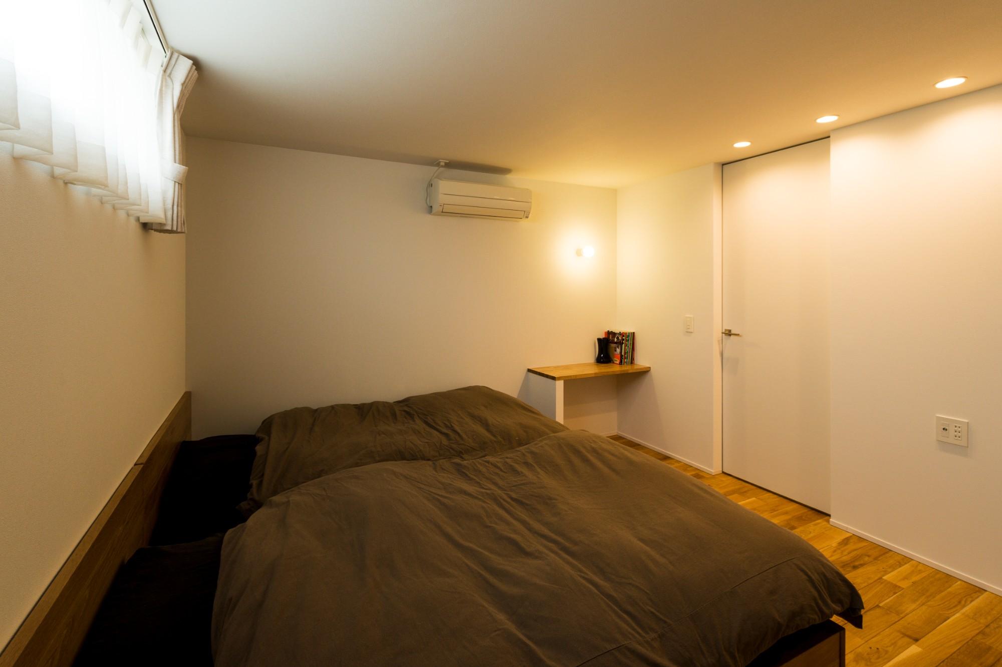 フクダハウジング株式会社「住む人の個性や楽しみを追求した家」のシンプル・ナチュラルな居室の実例写真