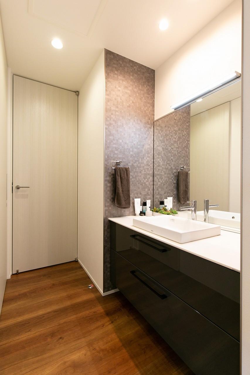 フクダハウジング株式会社「家族みんなが楽しく過ごせる工夫がつまった家」のシンプル・ナチュラルな洗面所・脱衣所の実例写真