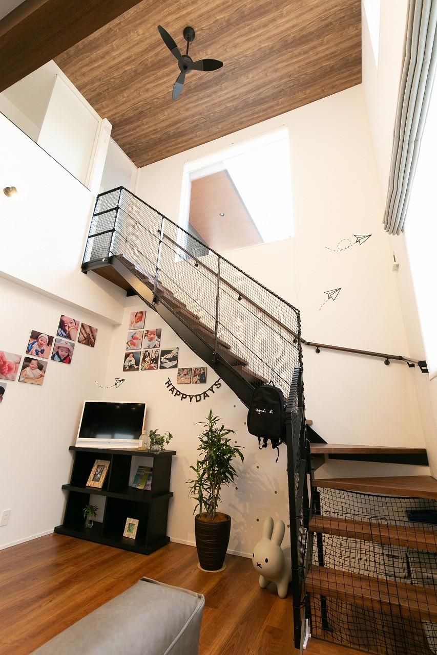 フクダハウジング株式会社「家族みんなが楽しく過ごせる工夫がつまった家」のモダンな階段の実例写真
