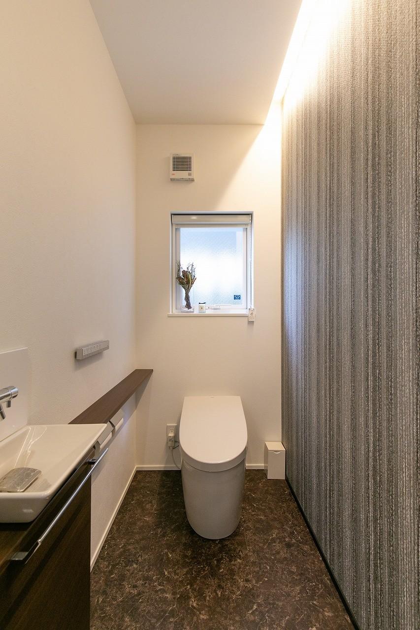 フクダハウジング株式会社「家族みんなが楽しく過ごせる工夫がつまった家」のシンプル・ナチュラルなトイレの実例写真