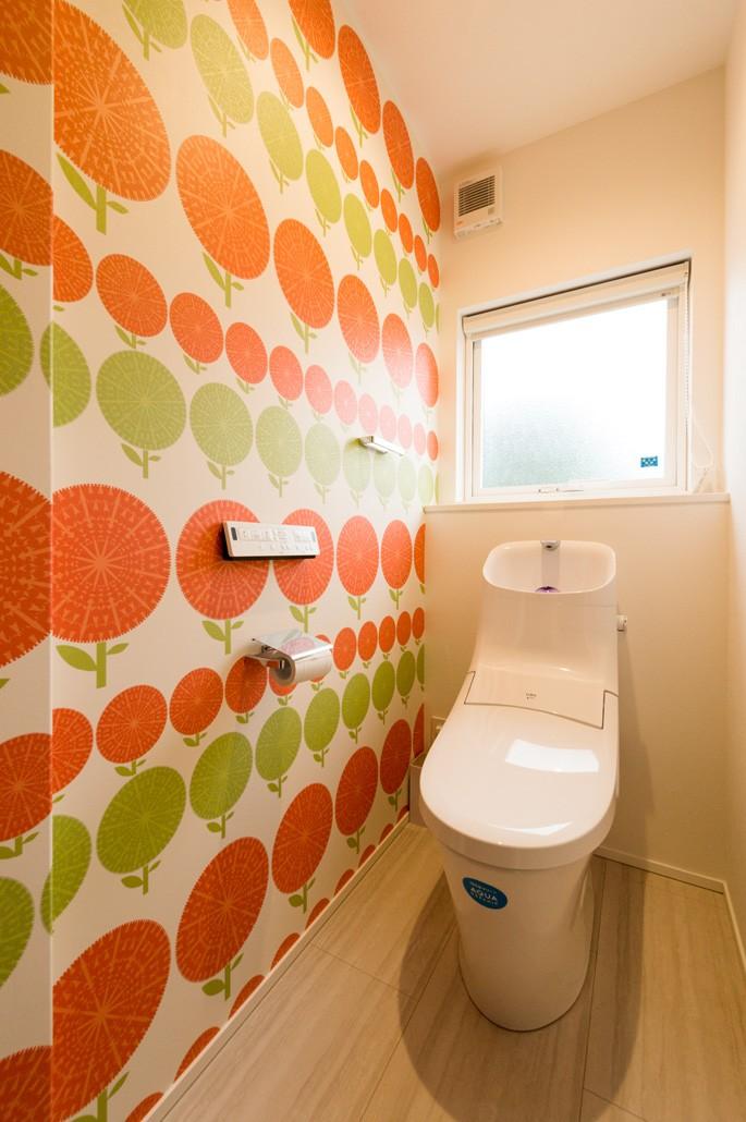 フクダハウジング株式会社「寛ぎのライブラリーがある家」の北欧風なトイレの実例写真
