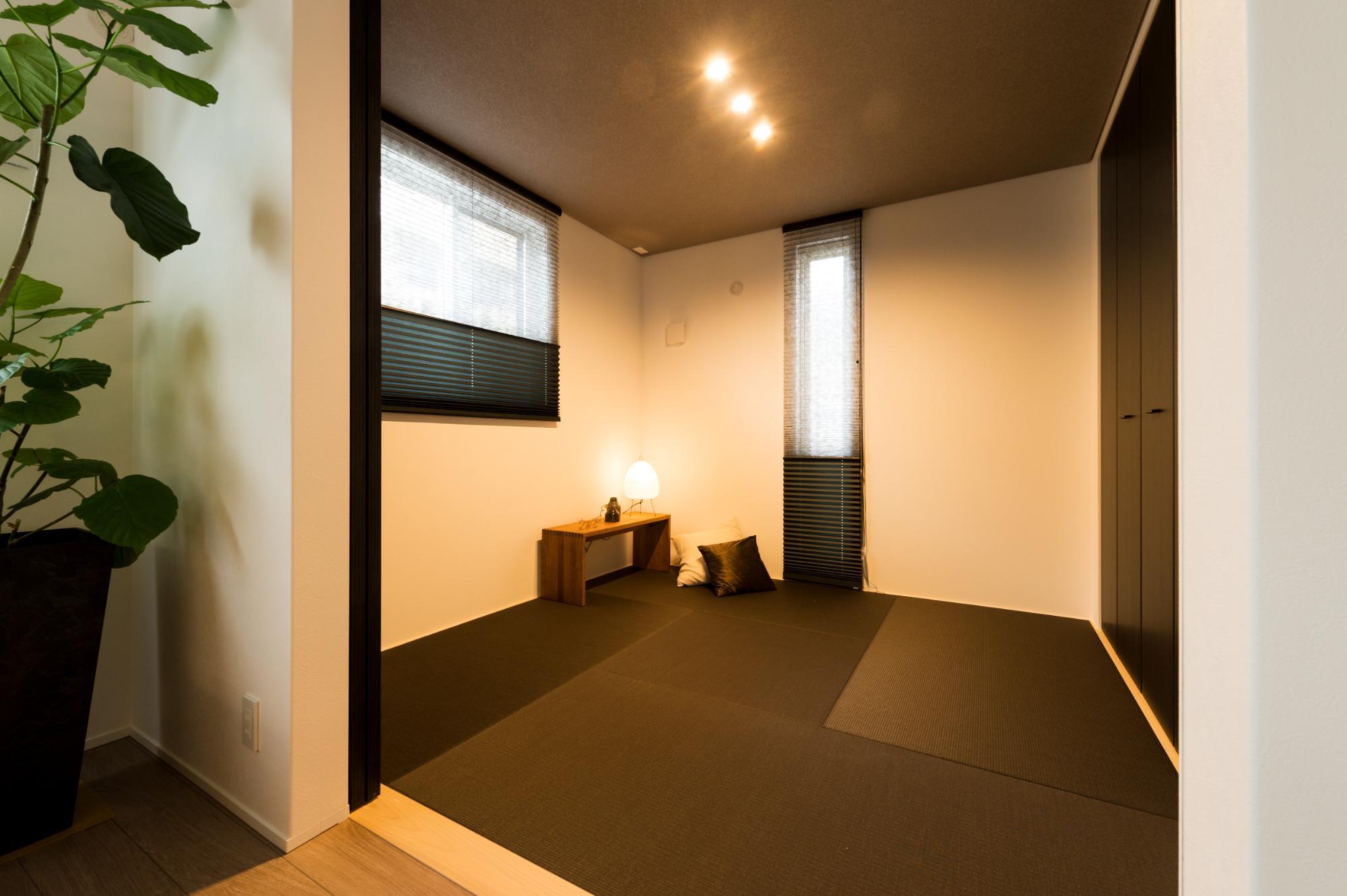 フクダハウジング株式会社「モノトーンコーディネートのスタイリッシュな家」の和風・和モダンな居室の実例写真