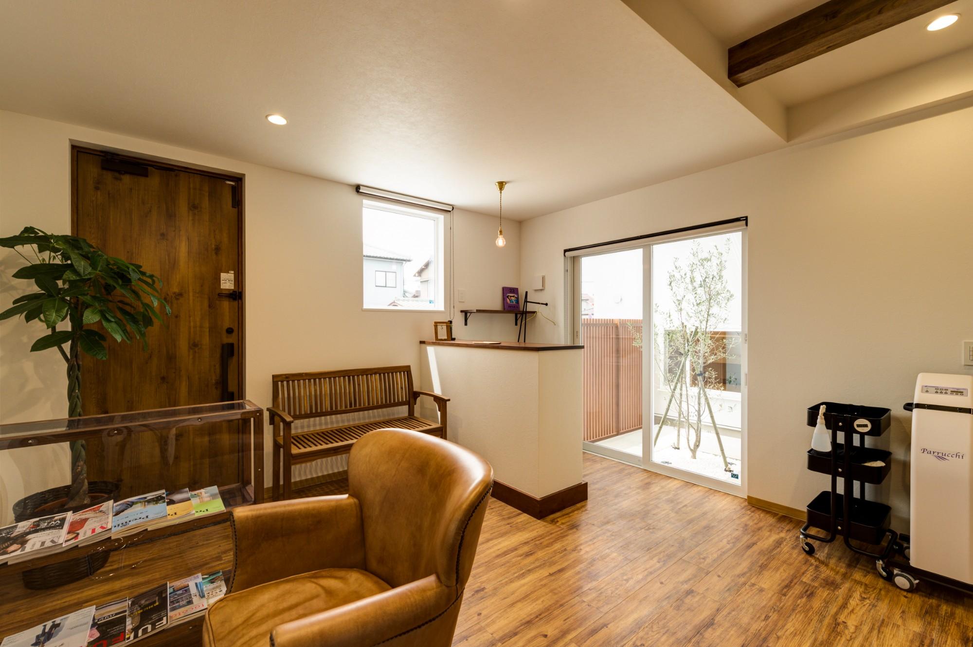 フクダハウジング株式会社「「白×木×緑」で彩ったシンプルな家」のシンプル・ナチュラルな実例写真