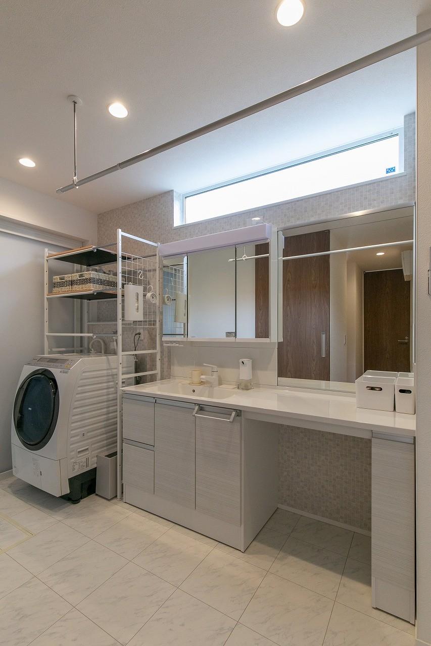 フクダハウジング株式会社「インテリアにこだわったホテルライクな住まい」のシンプル・ナチュラルな洗面所・脱衣所の実例写真