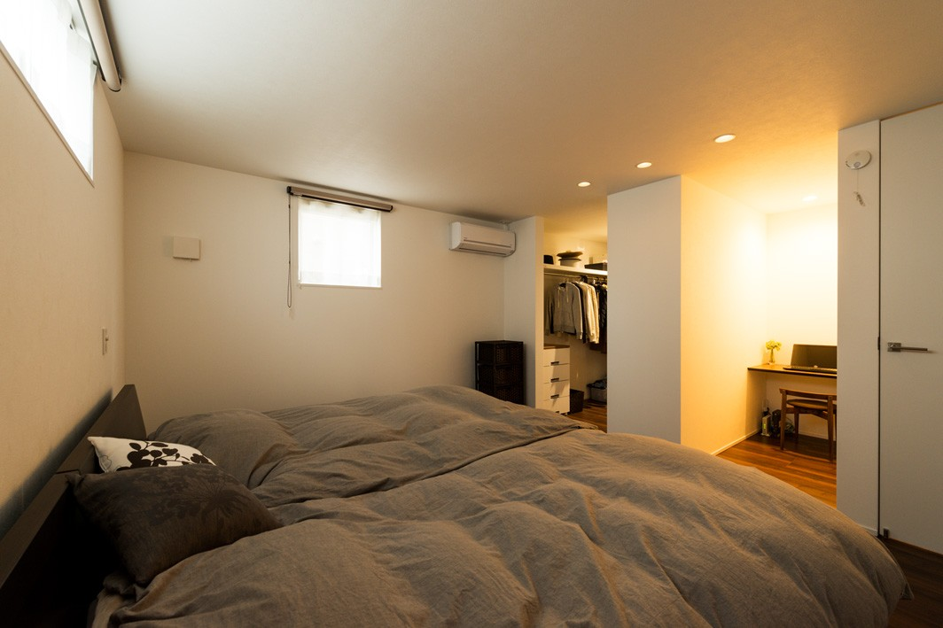フクダハウジング株式会社「木の質感を生かしたシンプルなデザインの家」のシンプル・ナチュラルな居室の実例写真