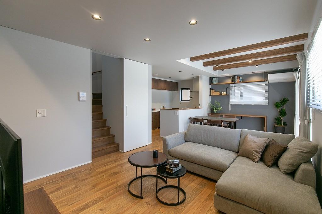 フクダハウジング株式会社「耐震性・デザイン性にこだわった長期優良住宅」のモダンなリビング・ダイニングの実例写真
