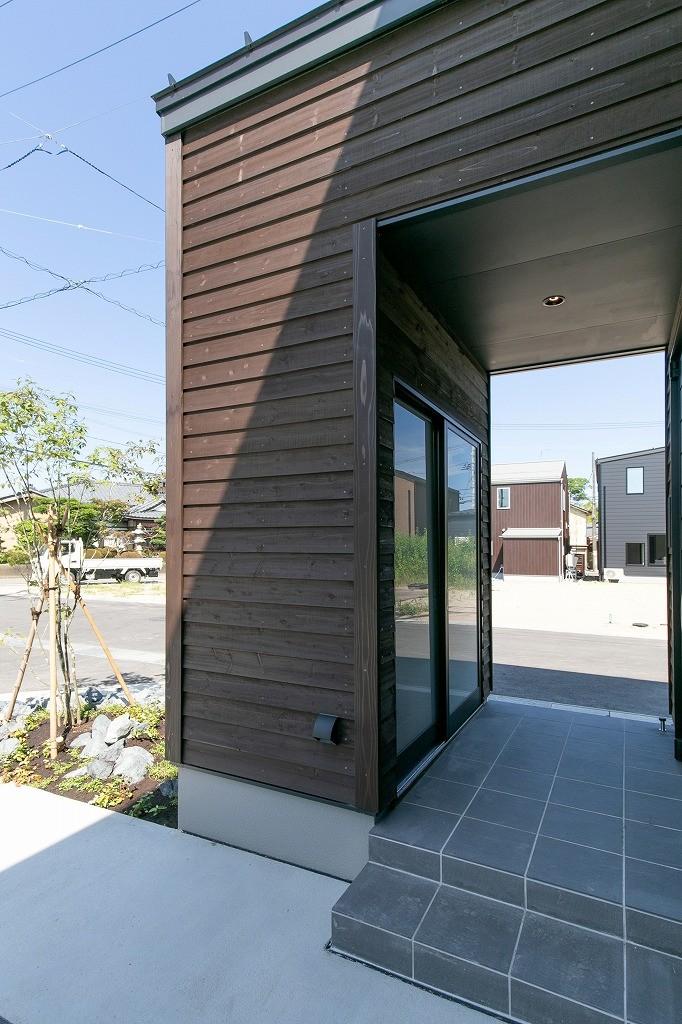 フクダハウジング株式会社「耐震性・デザイン性にこだわった長期優良住宅」のモダンな収納スペースの実例写真