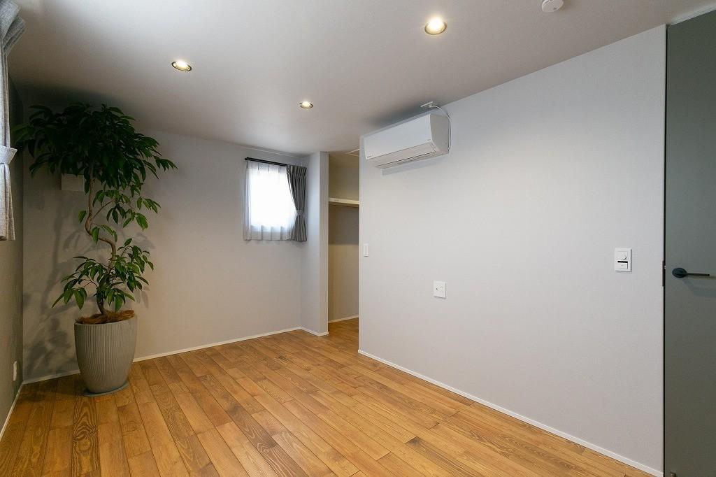 フクダハウジング株式会社「耐震性・デザイン性にこだわった長期優良住宅」のモダンな居室の実例写真