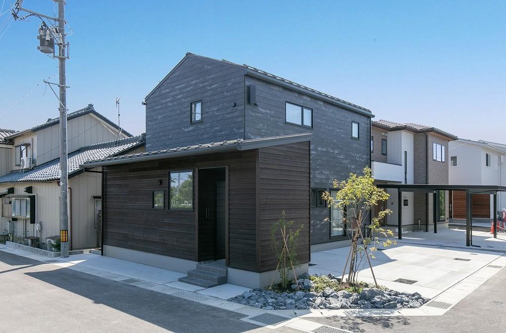 フクダハウジング株式会社「耐震性・デザイン性にこだわった長期優良住宅」のモダンな外観の実例写真