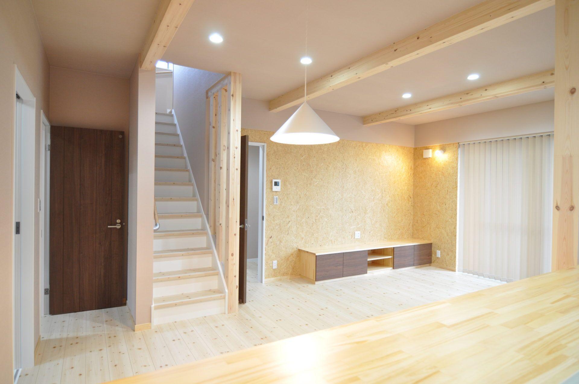 有限会社 市川建築店 1級建築士事務所「三条市 K様邸」のシンプル・ナチュラルなリビング・ダイニングの実例写真