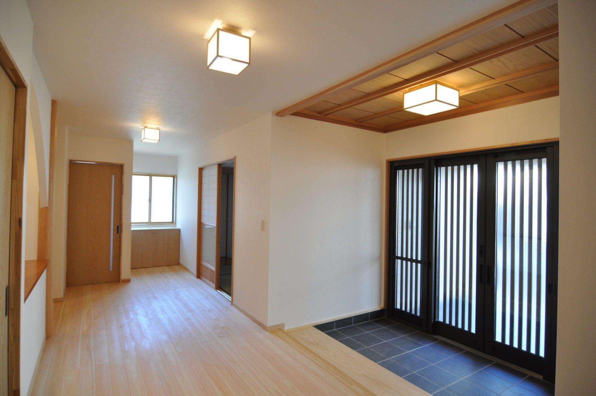 有限会社 市川建築店 1級建築士事務所「三条市 T様邸」のシンプル・ナチュラル・和風・和モダンな玄関の実例写真