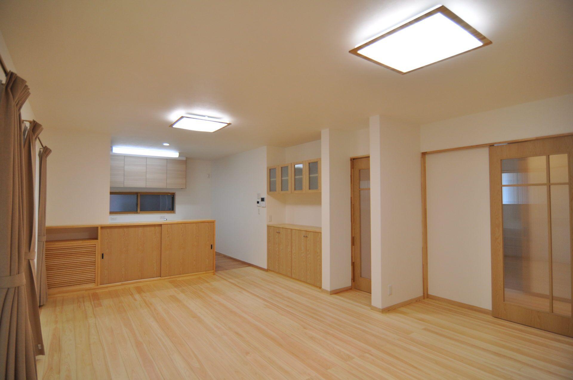 有限会社 市川建築店 1級建築士事務所「三条市 T様邸」のシンプル・ナチュラルなリビング・ダイニングの実例写真