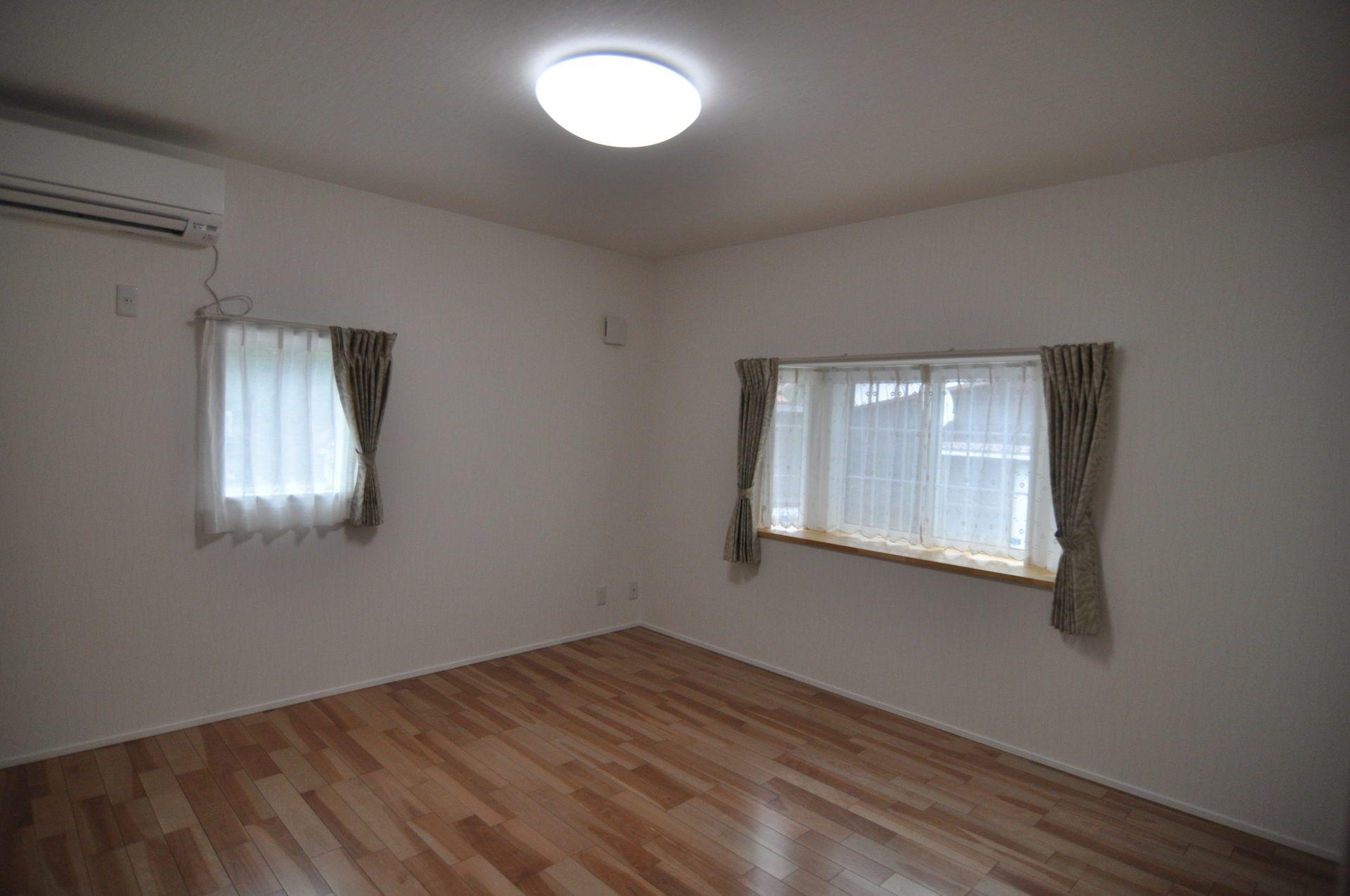 有限会社 市川建築店 1級建築士事務所「三条市 I様邸」のシンプル・ナチュラルな居室の実例写真