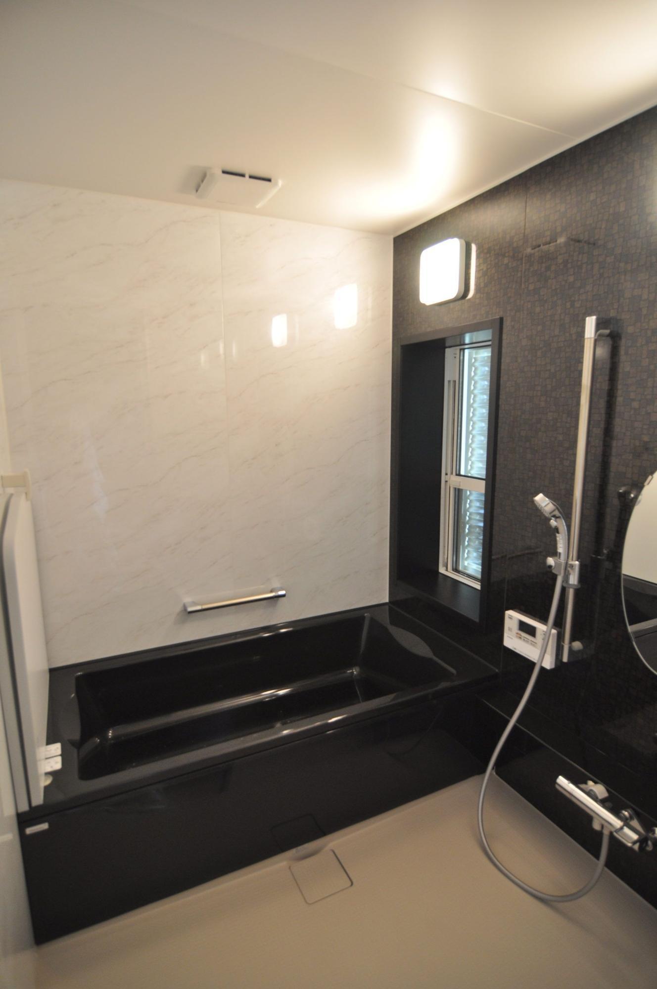 有限会社 市川建築店 1級建築士事務所「三条市 I様邸」のシンプル・ナチュラル・モダンな風呂・浴室の実例写真