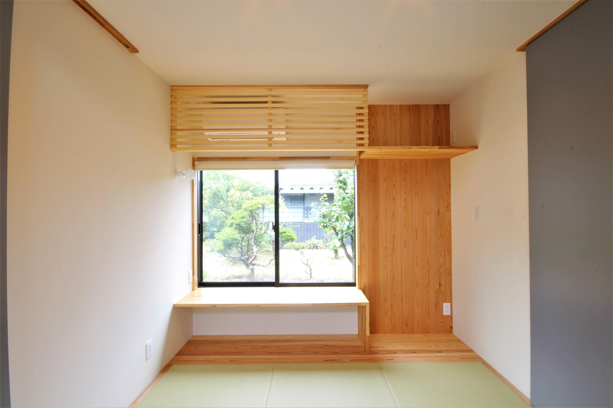 有限会社 市川建築店 1級建築士事務所「オーク床とエッグウォールの調湿住宅(認定低炭素住宅)」の自然素材な居室の実例写真