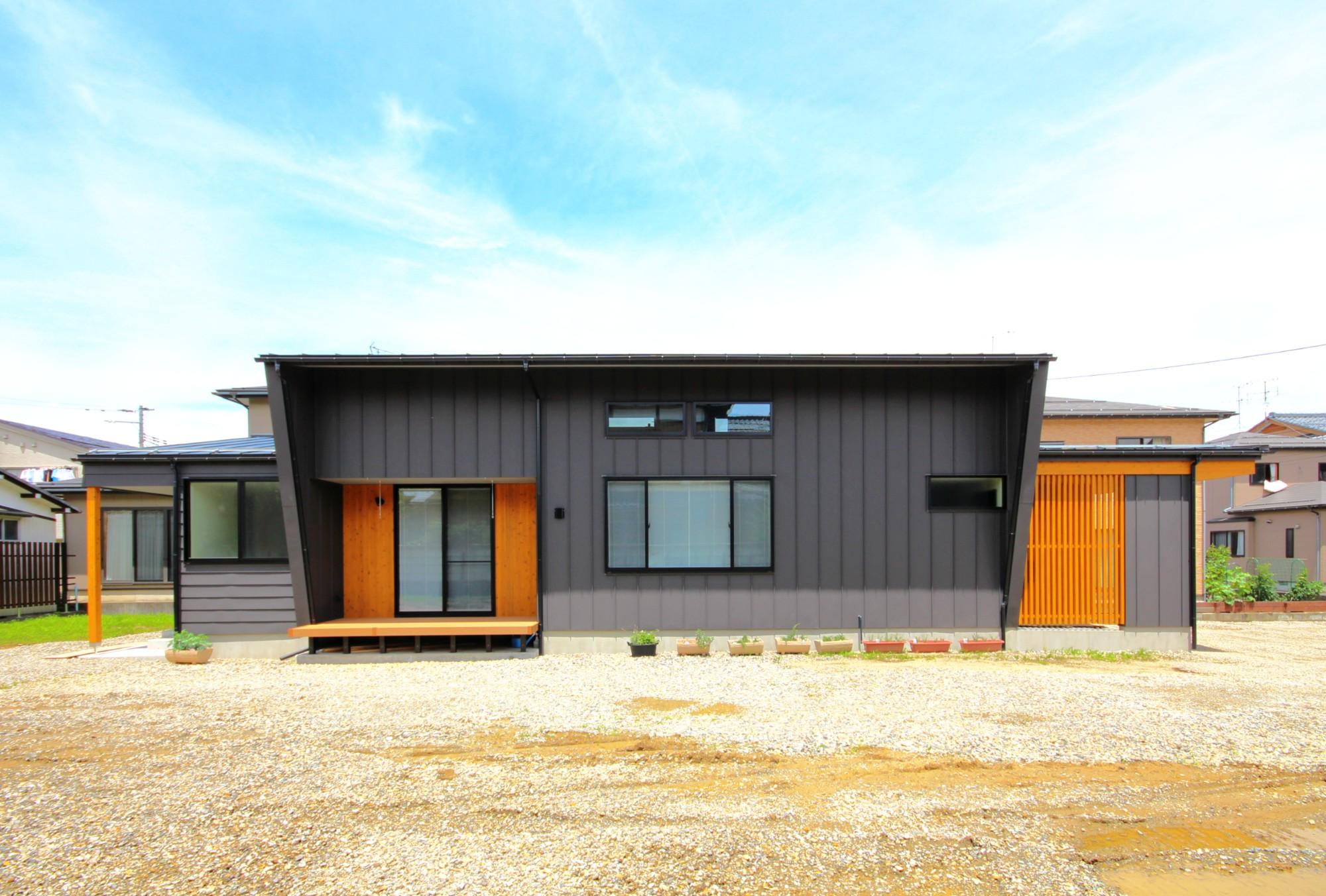 有限会社 市川建築店 1級建築士事務所「オーク床とエッグウォールの調湿住宅(認定低炭素住宅)」の和風・和モダン・モダンな外観の実例写真