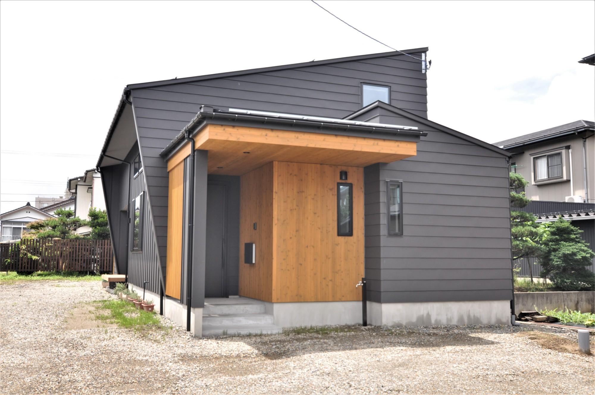 有限会社 市川建築店 1級建築士事務所「オーク床とエッグウォールの調湿住宅(認定低炭素住宅)」の和風・和モダンな外観の実例写真
