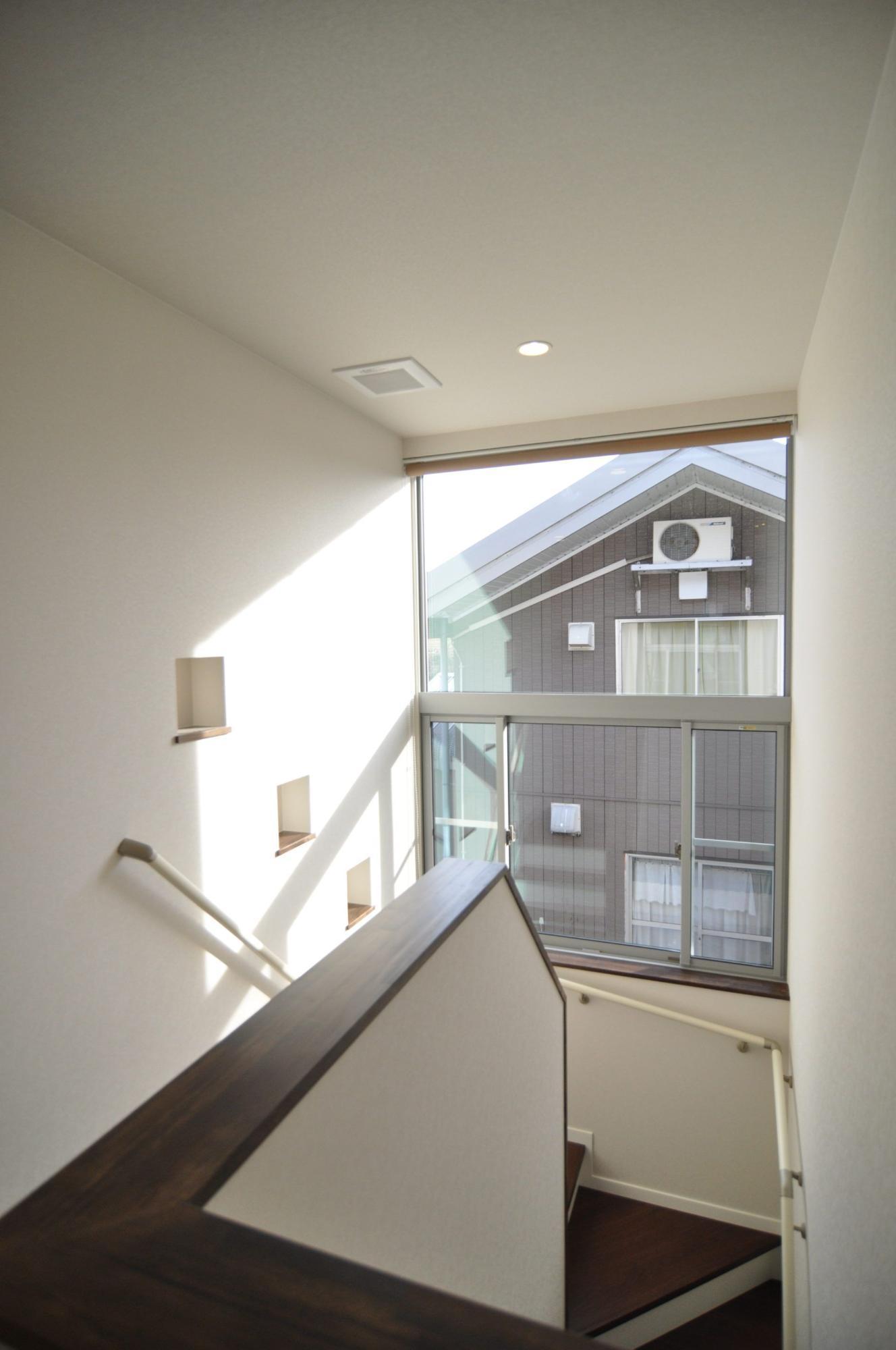 有限会社 市川建築店 1級建築士事務所「三条市 I様邸」のシンプル・ナチュラル・モダン・和風・和モダンな階段の実例写真