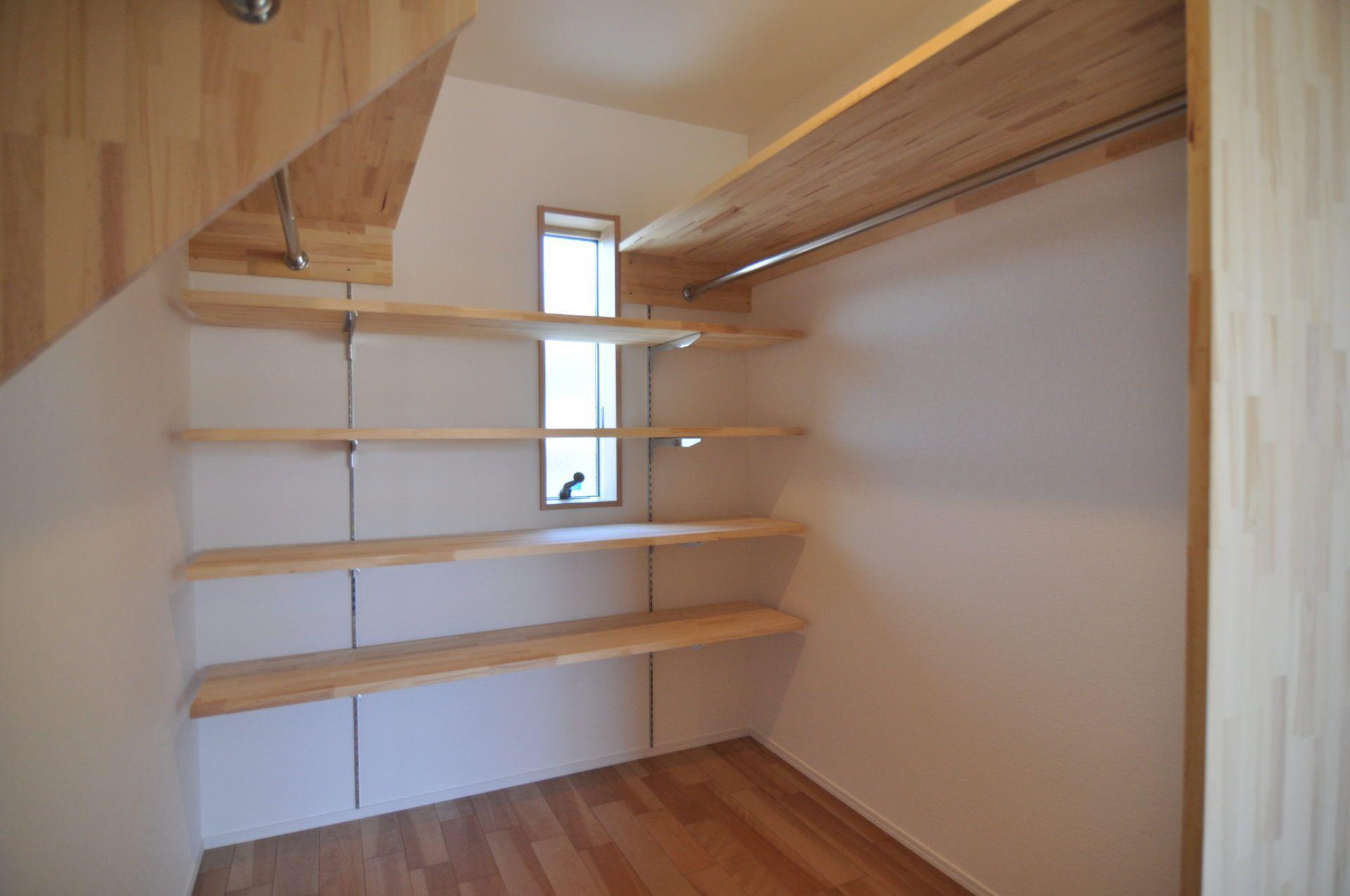 有限会社 市川建築店 1級建築士事務所「加茂市 Y様邸」のシンプル・ナチュラル・モダンな収納スペースの実例写真