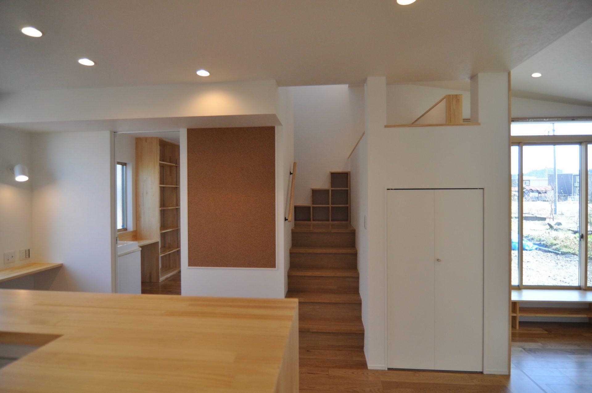 有限会社 市川建築店 1級建築士事務所「加茂市 Y様邸」のシンプル・ナチュラルな階段の実例写真