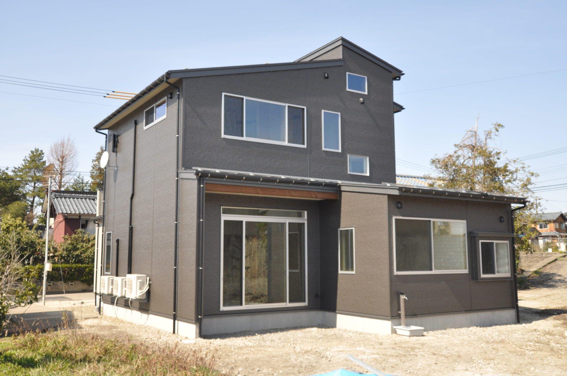 有限会社 市川建築店 1級建築士事務所「加茂市 Y様邸」のシンプル・ナチュラル・モダンな外観の実例写真