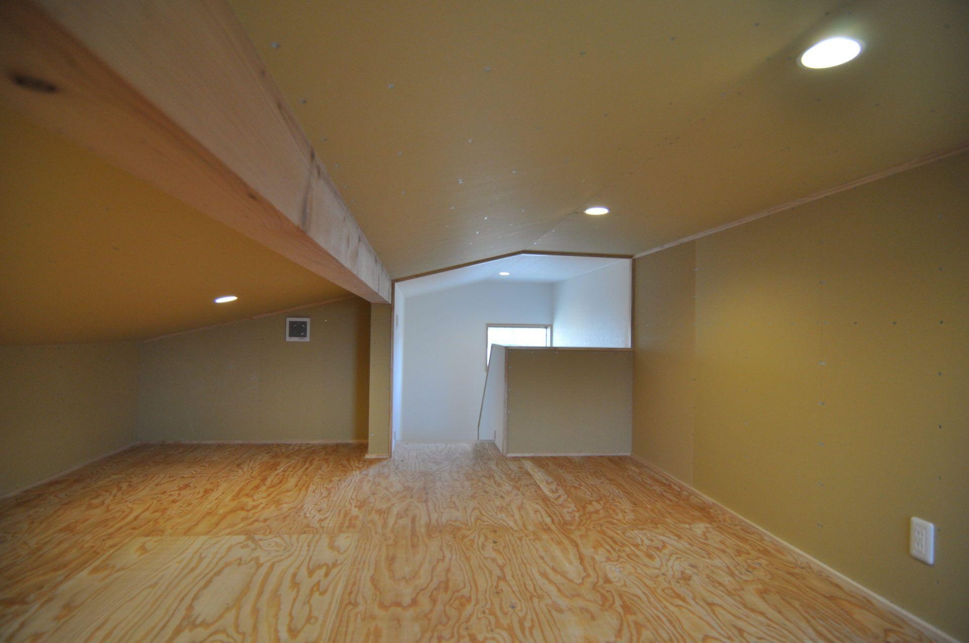 有限会社 市川建築店 1級建築士事務所「加茂市 Y様邸」のシンプル・ナチュラル・モダンなロフト・中二階の実例写真