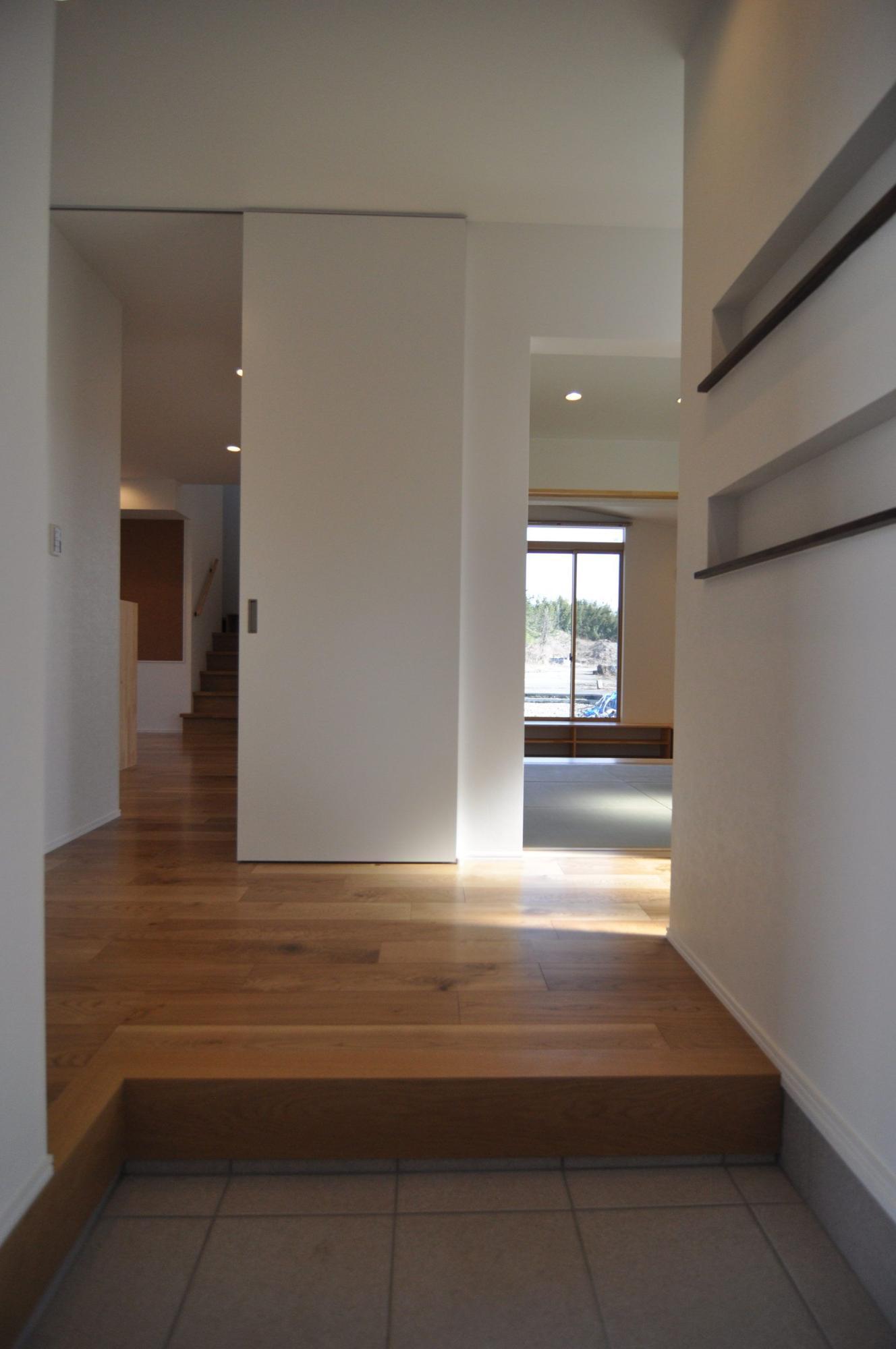 有限会社 市川建築店 1級建築士事務所「加茂市 Y様邸」のシンプル・ナチュラルな玄関の実例写真